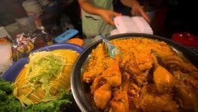 Tajlandzki karmowy pieczony kurczak z ryżową sprzedażą wewnątrz zdjęcie wideo