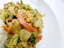 Tajlandzki kraba curry'ego przepis - podpalająca kałamarnica i, mieszanka owoce morza z mieszanki warzywem Phat phong Kari w Tajl Zdjęcia Stock