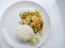 Tajlandzki kraba curry'ego przepis - podpalająca kałamarnica i, mieszanka owoce morza z mieszanki warzywem Phat phong Kari w Tajl Zdjęcie Stock