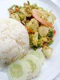 Tajlandzki kraba curry'ego przepis - podpalająca kałamarnica i, mieszanka owoce morza z mieszanki warzywem Phat phong Kari w Tajl Fotografia Stock