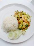 Tajlandzki kraba curry'ego przepis - podpalająca kałamarnica i, mieszanka owoce morza z mieszanki warzywem Phat phong Kari w Tajl Obraz Royalty Free