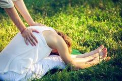 Tajlandzki masaż z joga ćwiczeniami Zdjęcie Stock
