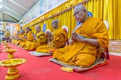 Tajlandzki michaelita ono modli się dla obrządu religijna w buddyjskim Zdjęcia Royalty Free
