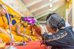 Tajlandzki michaelita ono modli się dla obrządu religijna w buddyjskim Fotografia Stock