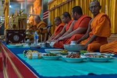 Tajlandzki michaelita ono modli się dla obrządu religijna w buddyjskim Obrazy Royalty Free