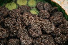 Tajlandzki mochi deser faszerował z koksem palmowy cukier i czarny s - Obrazy Royalty Free