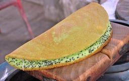 Tajlandzki niecka tort, piec mąkę w round kształta metalu węgiel drzewny kuchenką Obraz Royalty Free
