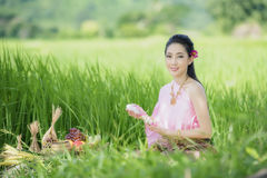 Tajlandzki rolnik w Tajlandzkiej sukni zdjęcie royalty free