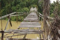Tajlandzki stylowy stary drewniany most przez rzekę Zdjęcia Stock