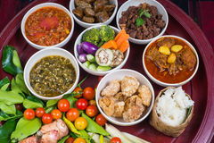 Tajlandzki tradycyjny karmowy gość restauracji ustawia nazwanego ` Kantoke Obiadowy ` fotografia stock