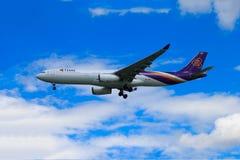 Tajlandzkich dróg oddechowych samolotowy lądowanie przy Chiangmai lotniskiem międzynarodowym Obraz Royalty Free