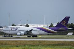 Tajlandzkie drogi oddechowe taxiing w Monachium lotnisku, MUC zdjęcie stock