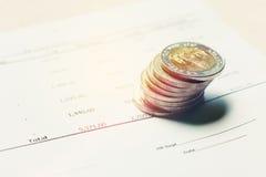 Tajlandzkiego bahta moneta na papierkowa robota zbiorczym raporcie z savings pojęciem Zdjęcia Stock
