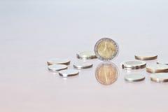 Tajlandzkiego bahta moneta wśród few monety Obraz Royalty Free