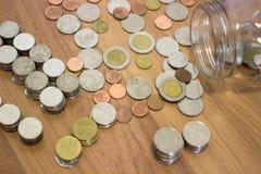 Tajlandzkiego bahta moneta z szklanego słoju Zdjęcia Stock