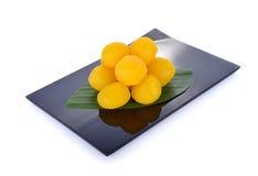 Tajlandzkiego deserowego paska fudge jajeczne jarzmowe piłki gotować w syropie dalej Fotografia Stock