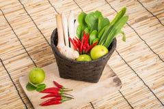 Tajlandzkiego Tom ignamu zupni ziele i pikantność, lemongrass, kafra wapna leav Zdjęcie Stock