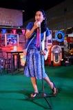 Tajlandzkiej kobiety śpiewacka piosenka ludowa na scenie Obraz Stock
