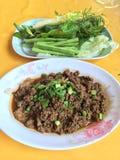 Tajlandzkiej kuchni wołowiny korzenna sałatka, Larb tradycyjne tajskie jedzenie Zdjęcia Stock