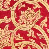 Tajlandzkiej sztuki złota ściany czerwona farba zdjęcia stock