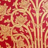Tajlandzkiej sztuki złota czerwona ściana Zdjęcia Stock