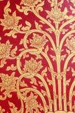 Tajlandzkiej sztuki złota czerwona ściana fotografia royalty free