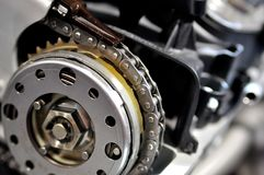 Tajmingkedja från en bilmotor arkivfoto