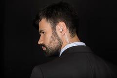 Tajna służba agent w kostiumu używać słuchawkę fotografia stock