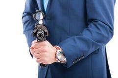 Tajny agent celuje pistolet przy kamerą Obrazy Stock