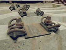 Tajny agent produkcja Betonowy kasting i zgromadzenie Nowi betonowi kolejowi krawaty przechujący Obrazy Stock