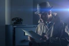 Tajny szpieg kraść kartoteki Obrazy Stock