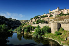 Tajo flod och alcazaren, Toledo, Spanien Fotografering för Bildbyråer