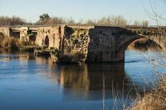 Tajo rzeka, rzymianina Bridżowy omijanie przez Talavera De La Reina, T Zdjęcia Royalty Free