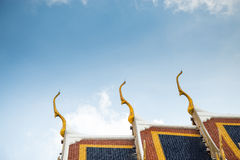 Taköverkant av templet Arkivfoton