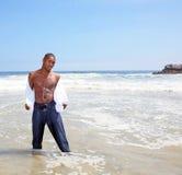 tak, afroamerykanin przystojny jego stary usunąć koszulę Zdjęcie Stock