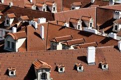 Tak av byggnader i Prague Royaltyfri Bild