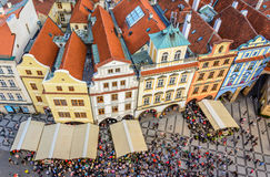Tak av den gamla fyrkanten i Prague Royaltyfria Bilder