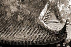 Tak av den gamla kinesiska templet Arkivfoton
