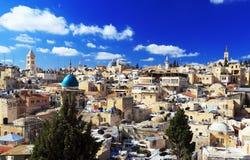 Tak av den gamla staden med helgedom begraver den Chirch kupolen, Jerusalem arkivfoto