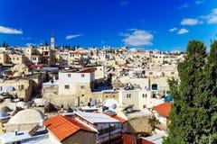 Tak av den gamla staden med helgedom begraver den kyrkliga kupolen, Jerusalem Arkivbild