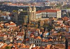 Tak av den gamla staden och den Porto domkyrkan (Se gör Porto), i Porto Arkivbilder