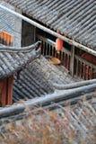 Tak av den gammala townen för lijiang, yunnan, porslin arkivbild