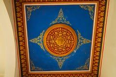 Tak av den huvudsakliga korridoren på Wat Sri Rong Muang, Lampang, Thailand Royaltyfria Foton