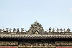 Tak av den kinesiska templet i himmel Royaltyfri Foto