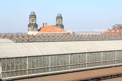 Tak av den Prague strömförsörjningsjärnvägsstationen Arkivfoto