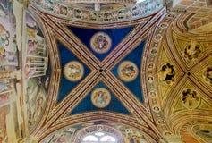 Tak av det Baroncelli kapellet i basilikadi Santa Croce. Florence Italien royaltyfria foton