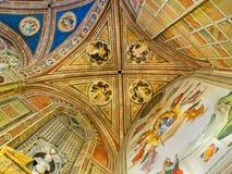 Tak av det Baroncelli kapellet i basilikadi Santa Croce. Florence Italien royaltyfri foto