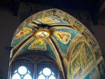 Tak av det Rinuccini kapellet i basilikadi Santa Croce. Florence Italien royaltyfria foton