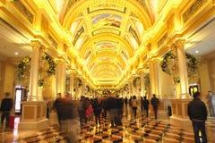 Tak av det Venetian Macaoet Det är lyxigt en hotell- och kasinosemesterort i Macao Royaltyfri Bild