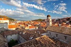 Tak av Dubrovnik på solnedgången - gammal stad Dubrovnik Arkivbild